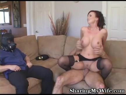 short shorts pussy peek
